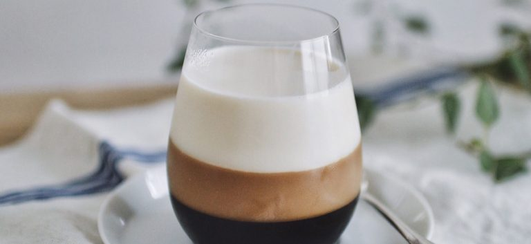 コーヒー好きにはたまらない。見た目が美しい「三層コーヒーゼリー」レシピ。