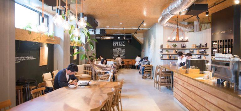 スタバ流、街に溶け込む空間デザイン。ネイバーフッドの店舗でつい長居したくなるわけ。
